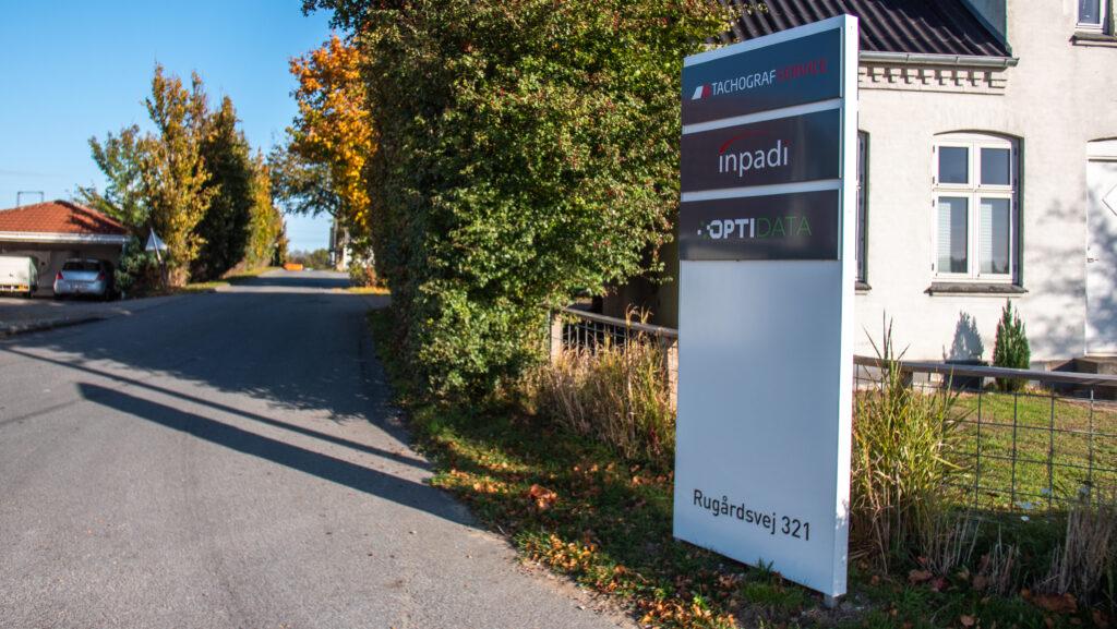 Tachografservice A/S Rugårdsvej 321 skilt